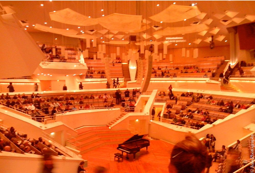 La Kammermusiksaal respire, grandiose, inspire, belle, juste belle.