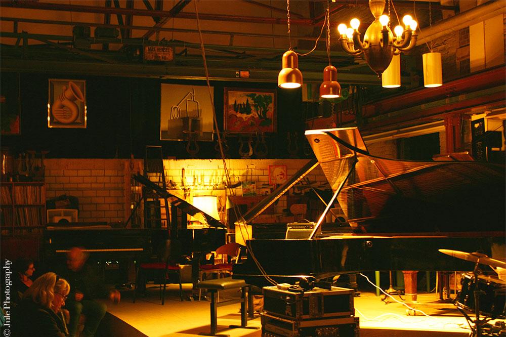 Hangar bordélique aux tapisseries musicales